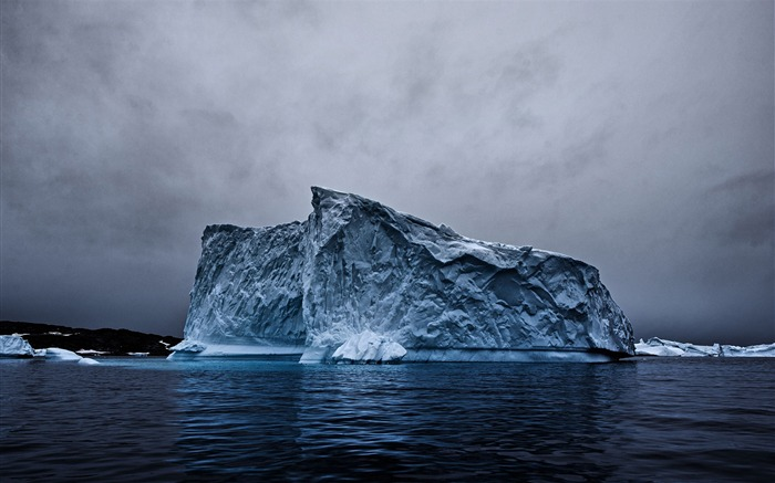 Iceberg reflection landscape-Nature High Quality Wallpaper Views:2961 Date:9/21/2016 8:14:13 AM