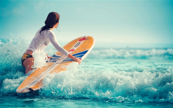 Sexy girl beach surfing-Fitness photo wallpaper Views:2802