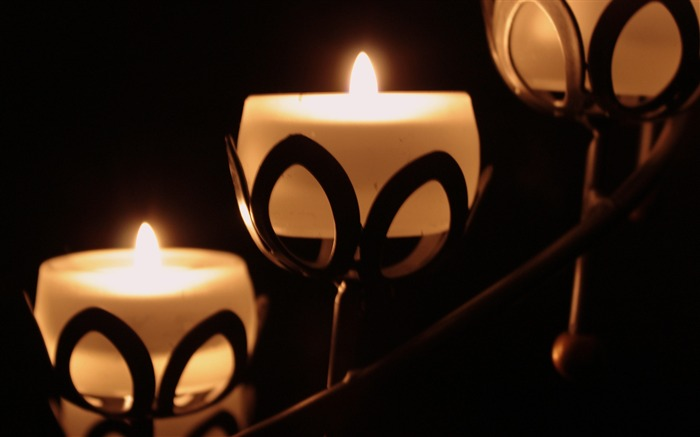 Candles in the dark-Macro Photo HD Wallpaper Views:1309