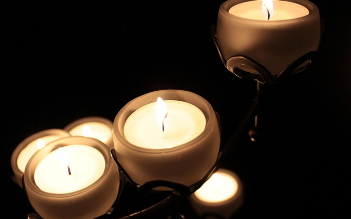 Candles in the dark room-Macro Photo HD Wallpaper Views:1009