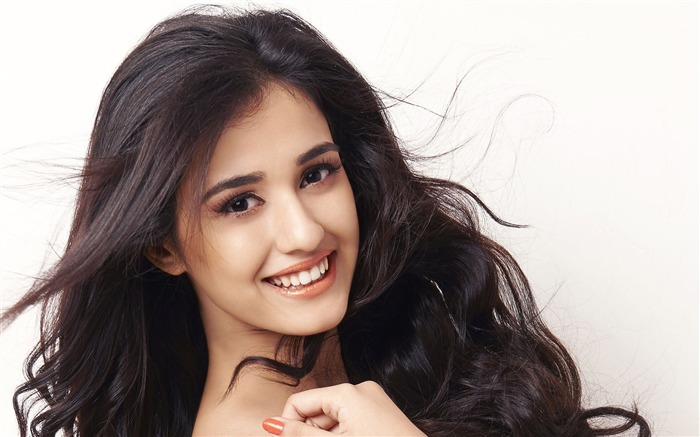 Disha Patani Beauty Actress-2016 High Quality HD Wallpaper Views:2194