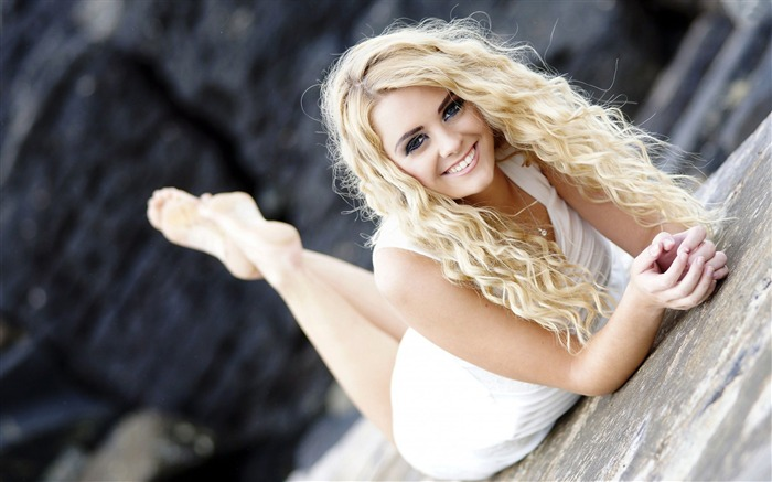 Smiling blonde girl-Beauty HD Photo Wallpaper Views:1354