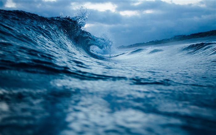 The waves rolling in the evening-HD Retina Wallpaper Views:1155
