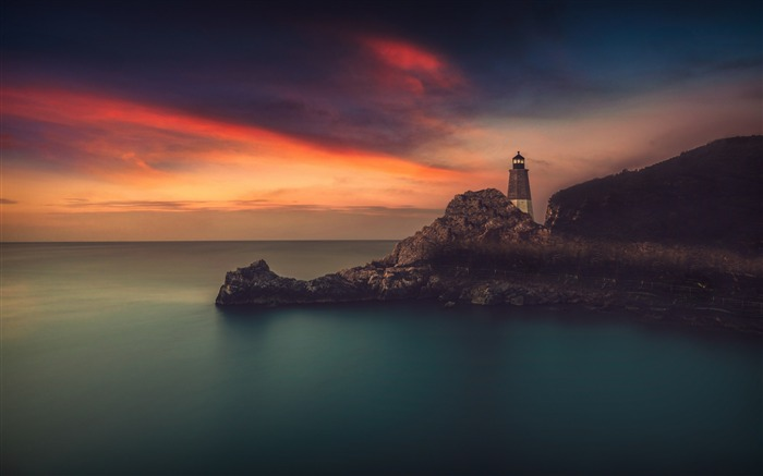 Lighthouse rocks the sky-2016 High Quality Wallpaper Views:1954