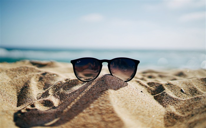 Ray ban sunglasses on hot sand-2016 High Quality Wallpaper Views:1488