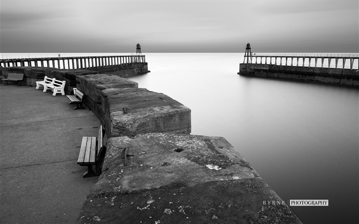 Whitby harbour walls-England travel scenery wallpaper Views:716