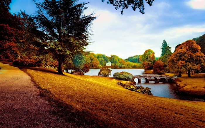 Stourhead in the autumn-Nature High Quality HD Wallpaper Views:1433