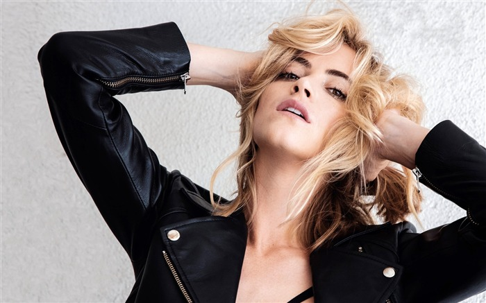 Emily Wickersham-2017 Girl Photo HD Wallpaper Views:1569
