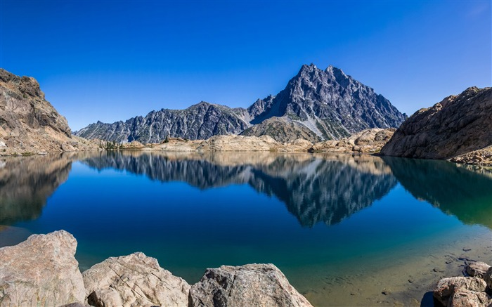 Rocky lake water reflection-High Quality Wallpapers Views:1313