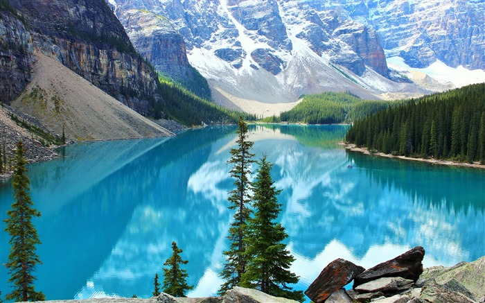 Beautiful moraine lake-Scenery High Quality Wallpaper Views:4066 Date:3/17/2017 11:52:35 PM