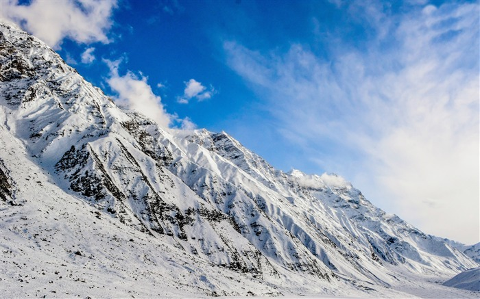 Mountain snow blue sky-Scenery High Quality Wallpaper Views:3020 Date:3/17/2017 11:54:04 PM