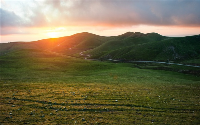 Valley grass sunset-Scenery High Quality Wallpaper Views:1992 Date:3/18/2017 12:01:31 AM