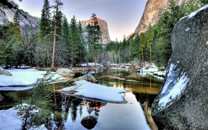 Winter Yosemite Lake-Windows 10 Desktop Wallpaper Views:1263