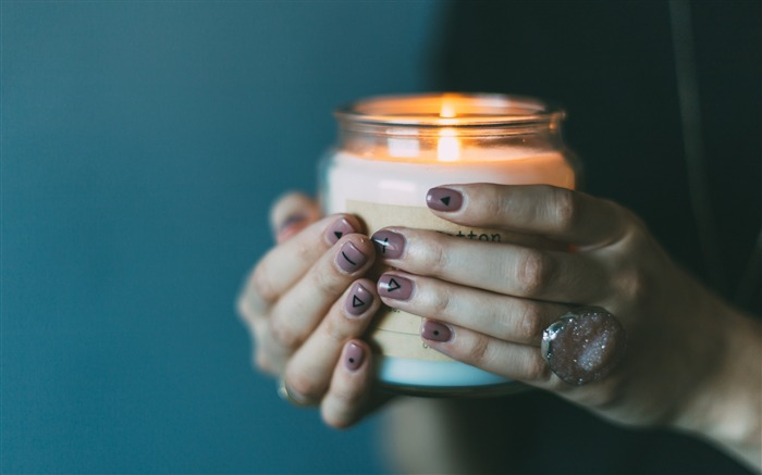 Hands candle manicure-High Quality Wallpaper Views:1512