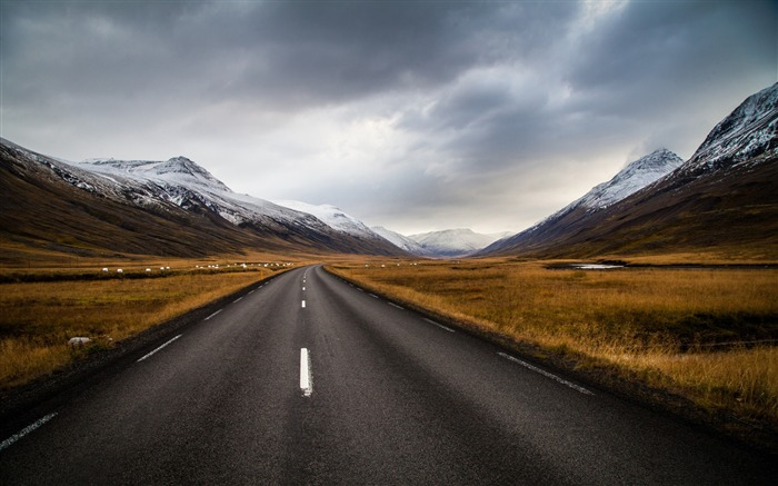 Long Mountains road-Nature Scenery Wallpaper Views:1676