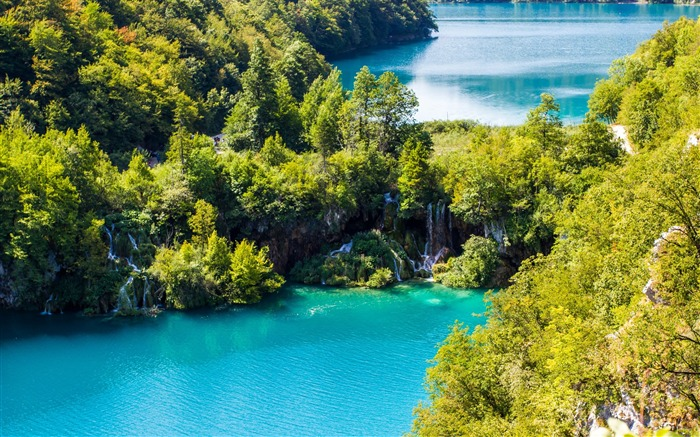 Plitvice lakes waterfall-Nature Scenery Wallpaper Views:1589