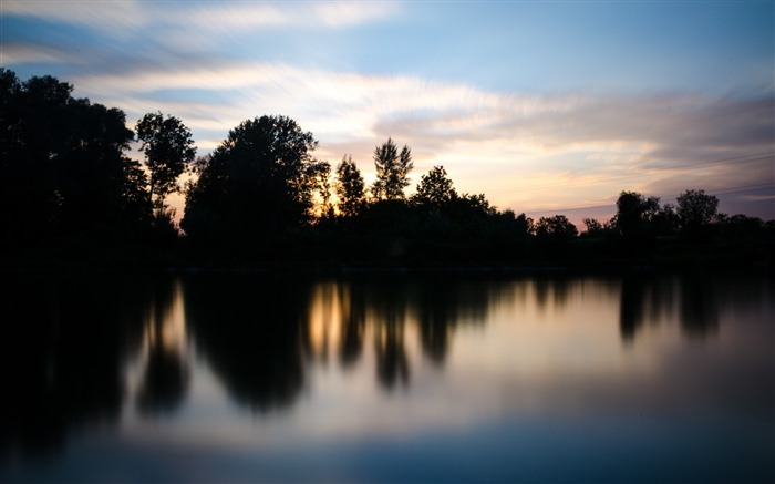 Body of water during sunset-Scenery High Quality Wallpaper Views:2715 Date:5/24/2017 5:08:21 AM