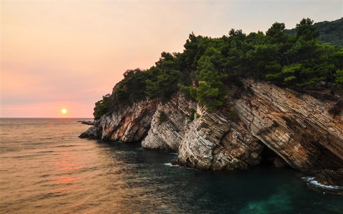 Rocky shore with sunset in distance-Scenery High Quality Wallpaper Views:3158 Date:5/24/2017 5:13:50 AM