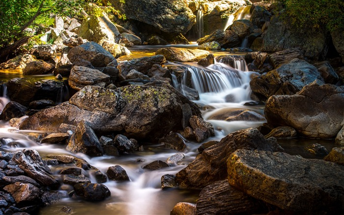 Stream flowing through rocks-Scenery High Quality Wallpaper Views:2419 Date:5/24/2017 5:16:06 AM