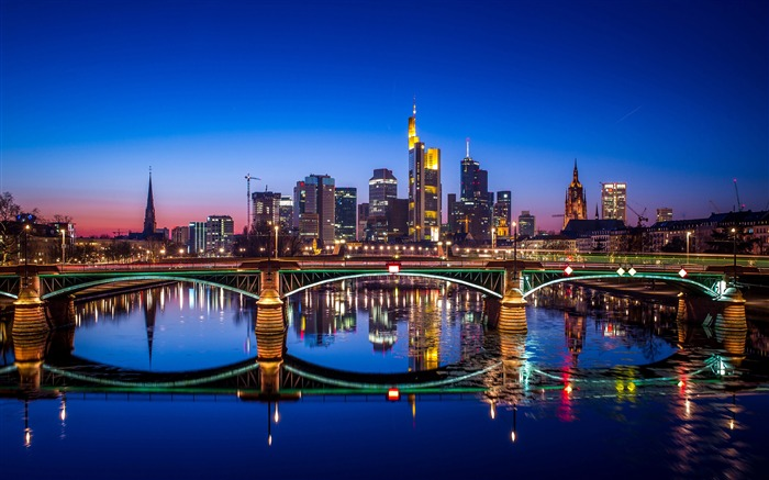 Frankfurt night skyscrapers-Cities HD Wallpaper Views:2884 Date:9/9/2017 8:50:21 AM