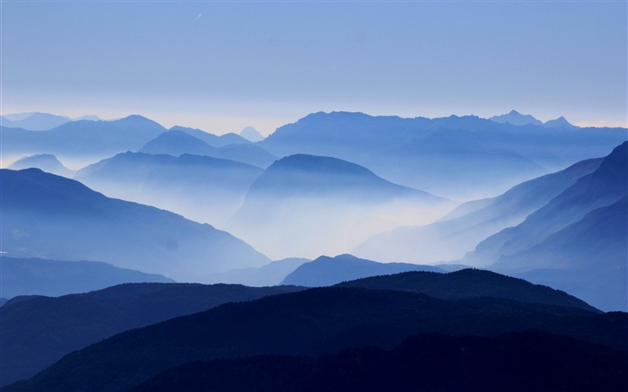 misty mountains High Quality Wallpaper Views:1266