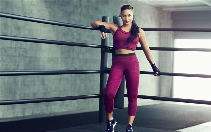 Demi Lovato exercises 2017 High Quality Wallpaper Views:600