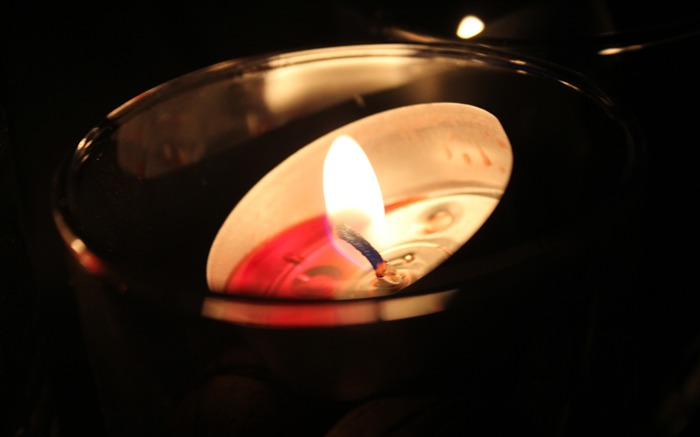 Romantic atmosphere glass candle Photo HD Wallpaper Views:375