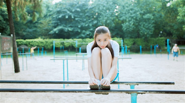 Outdoor exercise rest pure girl 4K photo Views:1167