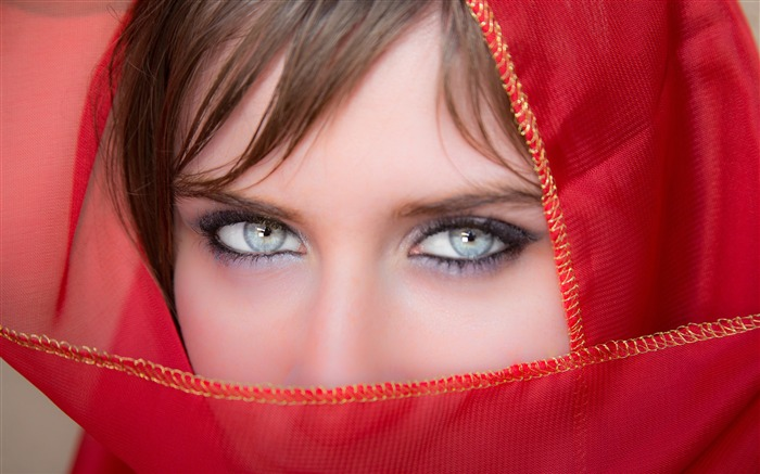 Red masked girl portrait closeup Views:760