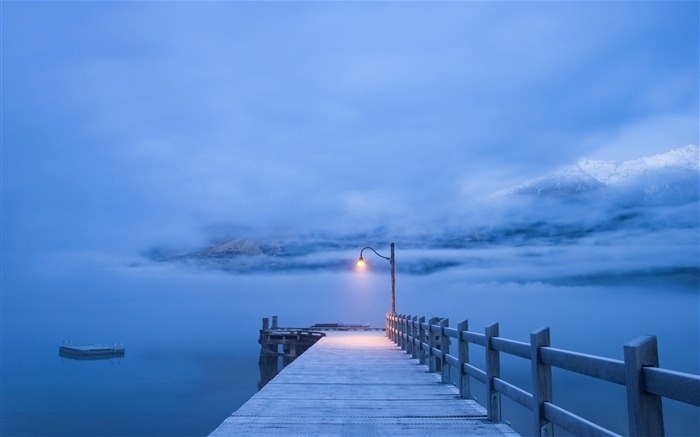 Winter lake pier snow mountains misty Views:5149 Date:5/20/2018 8:02:44 AM