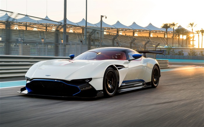 2018 White Aston Martin Vulcan 4K Photo Views:39