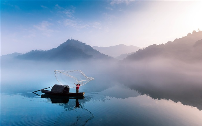 China Dongjiang Lake Fog Fisherman Morning Views:3603 Date:7/23/2018 7:27:00 AM
