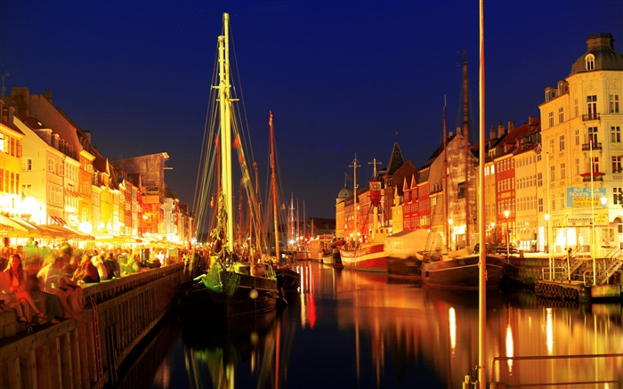 European town river port boats night lighting Views:2541 Date:7/7/2018 10:00:07 AM
