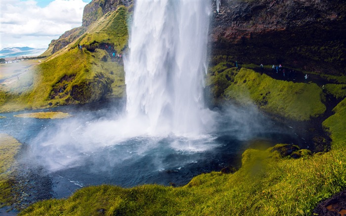 Icelandic travel canyon waterfall green grass Views:2024 Date:7/23/2018 7:03:07 AM