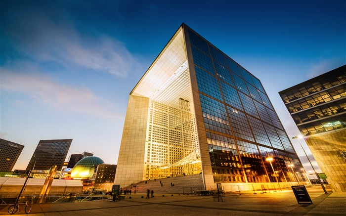 Paris glass curtain wall building square night view Views:3355 Date:7/7/2018 10:15:02 AM